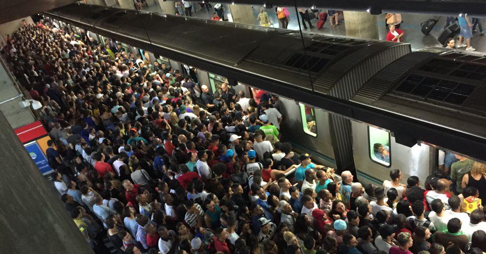 Estação do Metrô lotada em São Paulo.