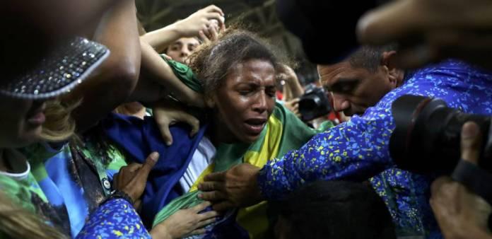 1470695638 790195 1470696327 sumario normal Negra, pobre e Silva: o primeiro ouro é a cara do Brasil