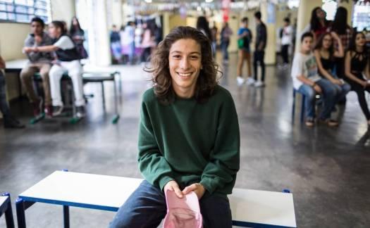 Pedro Nakawaga, de 15 anos, sempre estudou em escolas particulares, mas mudou para um colégio público neste ano. rn