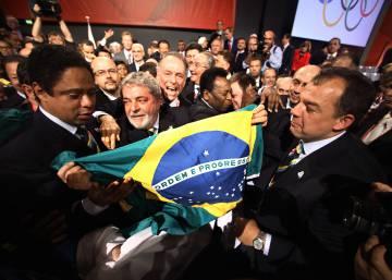Comitiva brasileira comemora resultado de votação que escolheu o Rio como sede da Olimpíada de 2016.