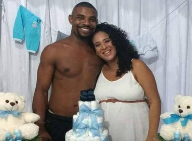 Rodrigo e a mulher dele, Thayssa, no chá de bebê de um dos filhos