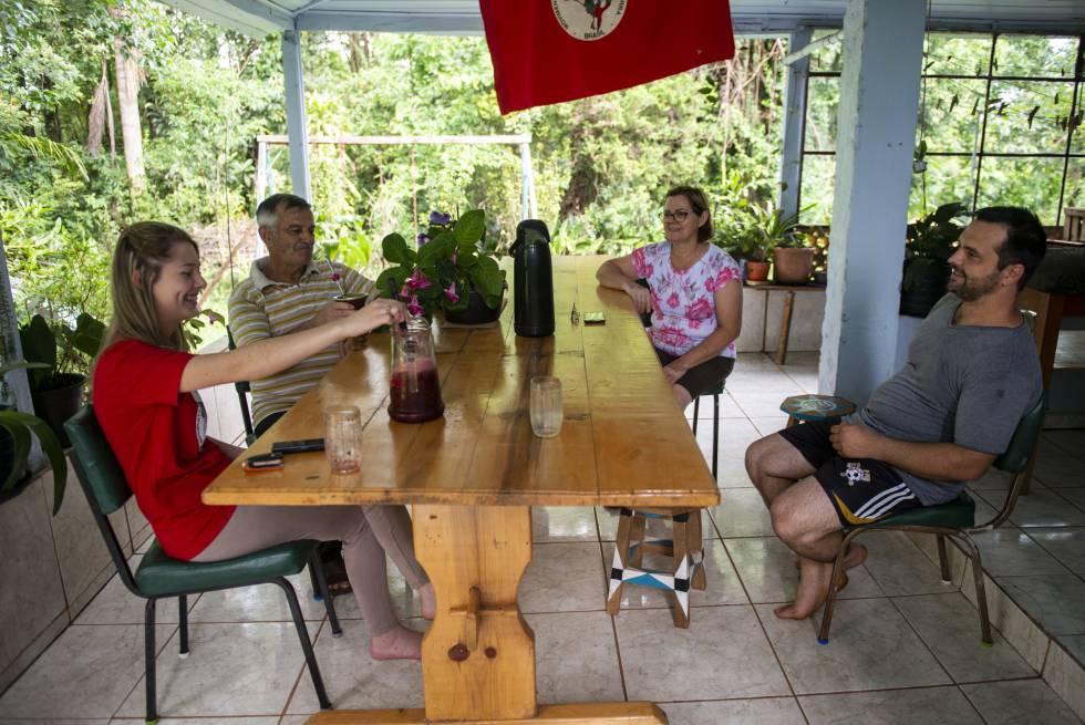 A família e Sadi Gomes de Amorim, em Laranjeiras do Sul.