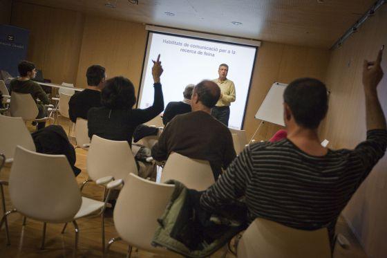 Bibliotecas para buscar emlpeo. Curso de formación de habilidades para encontrar empleo en la biblioteca Francesc Candel. / Aitor Sáez
