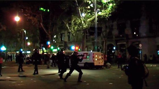 Imagen capturada de un vídeo sobre la actuación de los antidisturbios en la zona donde fue herida Ester Quintana el 14-N. / SICOM
