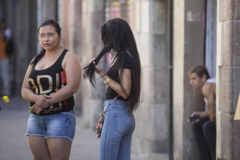 Prostitutas en la calle de Robador de Barcelona.