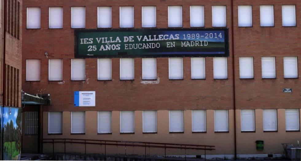 Fachada del IES Villa de Vallecas, en Madrid.
