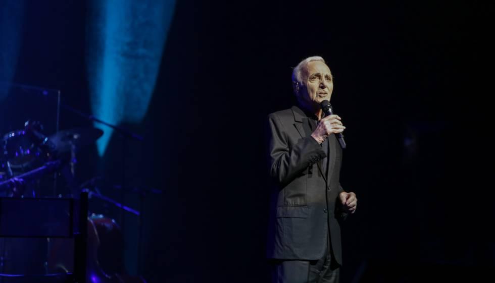 Aznavour, durante su concierto de este viernes en el Liceo.