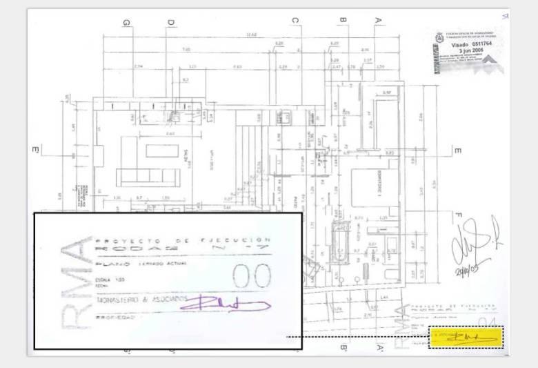 Plano del proyecto de 'loft' en la calle Rodas, una vivienda con dormitorio, cocina y baño, visado en 2005 por el estudio de Monasterio y donde ella misma firma de puño y letra. El Colegio de Aparejadores dice que el sello que lleva no es auténtico.