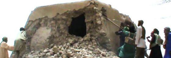 Captura de vídeo en la que se ve destrozada la mezquita del Sidi Yahia en Malí