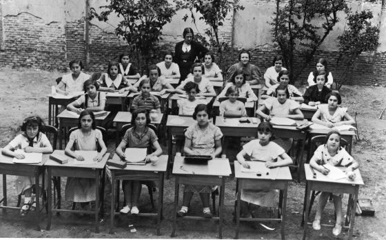 Clases al aire libre en el Instituto-Escuela, en Madrid, hacia 1933.