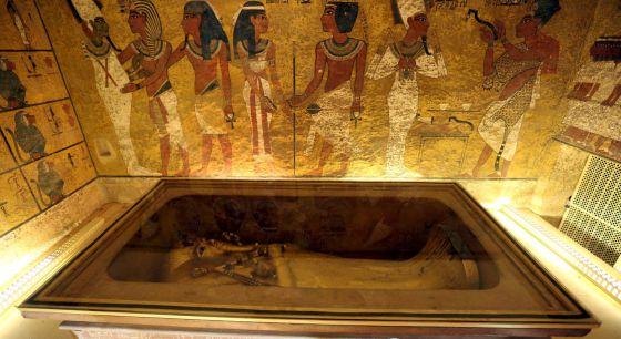 Interior de la tumba del rey Tutankamón en Luxor