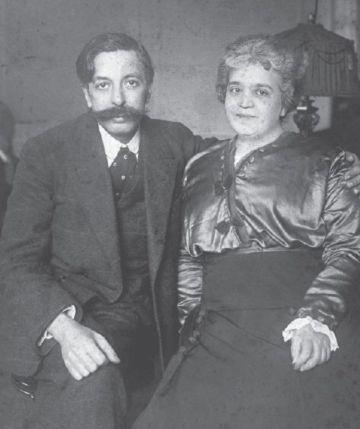 Granados grabando poco antes de regresar en marzo de 1916, con su mujer Amparo en su última foto