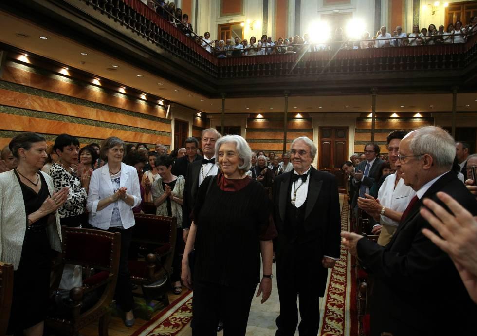 La escritora Clara Janés, en el acto de la lectura de su discurso de ingreso en la RAE.