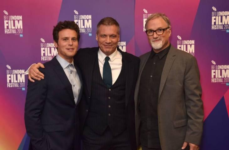 Los actores Jonathan Groff y Holt McCallany y el cineasta David Fincher en en la presentación de 'Mindhunter' en el Festival de Cine de Londres.