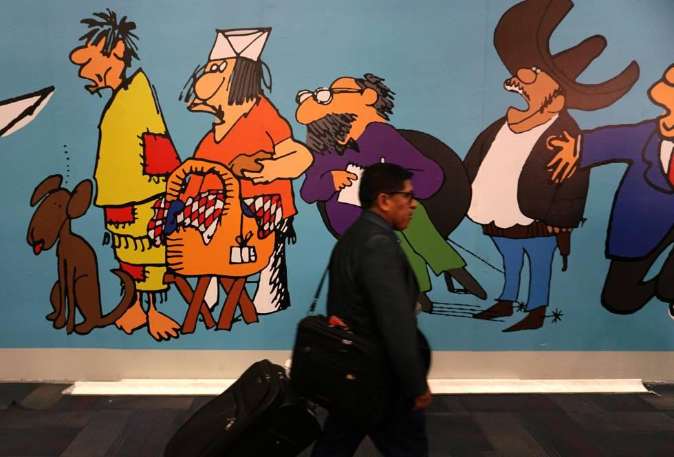 Un hombre junto a un muro ilustrado en la FIL