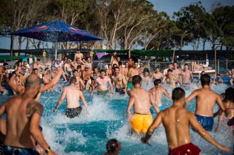 Imagen de la piscina ubicada en la zona de acampada del festival.
