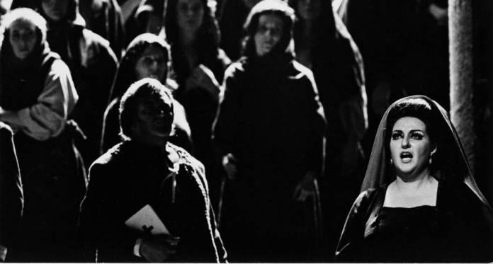 Montserrat Caballé, en 1974, interpretando 'Las vísperas sicilianas'.