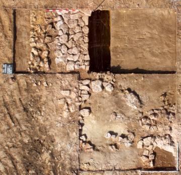 Vista aérea del área excavada en Suances.