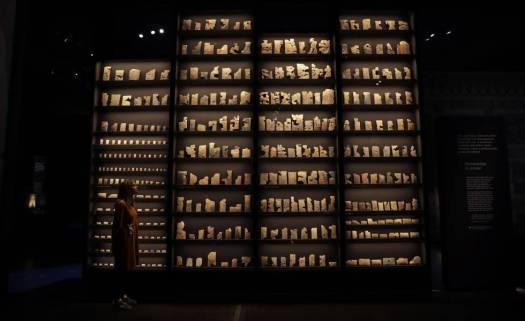 Tablillas de la biblioteca del rey Asurbanipal, en la muestra sobre el monarca asirio del Museo Británico.