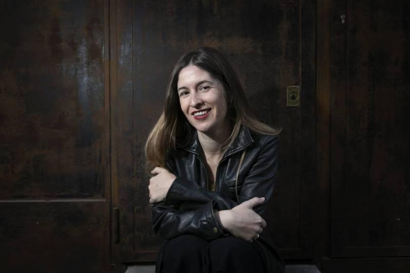 La escritora Nuria Labari, en una cafetería de Madrid. rn
