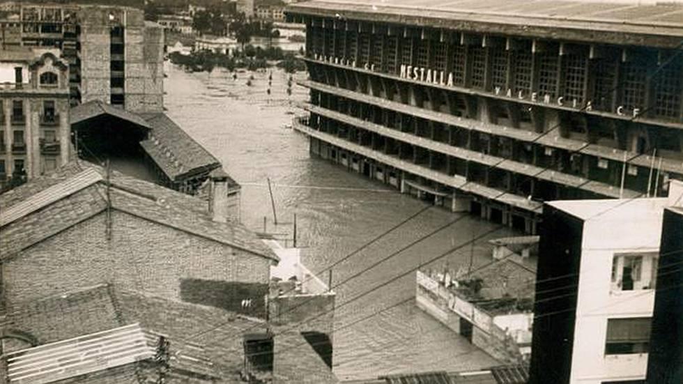 Alrededores de Mestalla tras el desbordamiento del Turia en 1957.
