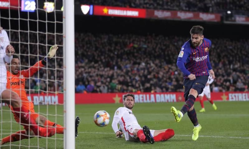 Messi dispara en una de las ocasiones del Barça.
