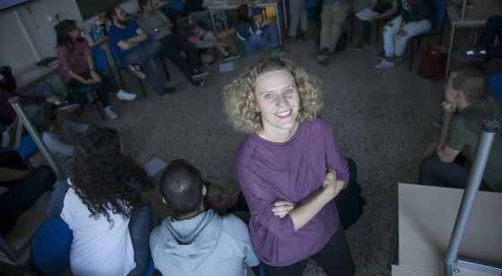 María Acaso en un aula de la facultad de Bellas Artes