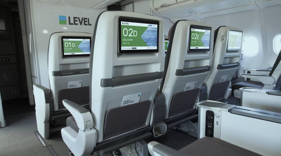 Cabina interior de un avión de Level.