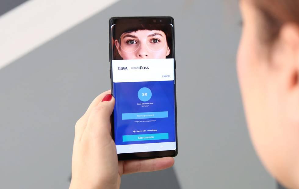 Acceso a la 'app' de BBVA con la identificación de iris de Samsung.