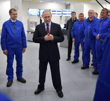 Putin, con trabajadores de Yamal LNG