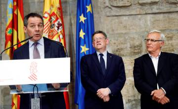 Desde la izquierda, Armstrong, Puig y Ribó este miércoles en Valencia.
