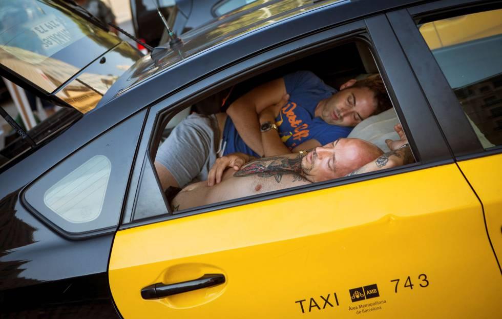 Dos taxistas en las protestas en Barcelona.