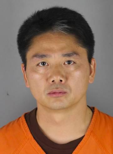 Liu Qiangdong, en su ficha policial de la Oficina del Sheriff del condado de Hennepin, Estados Unidos.