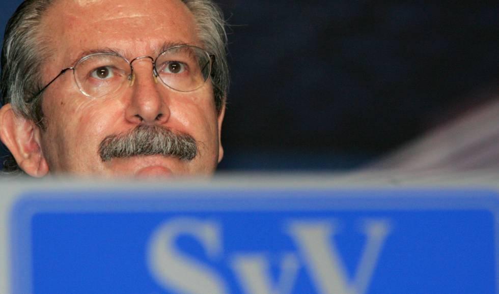 El presidente de Sacyr Vallehermoso, Luis del Rivero, en la junta de accionistas de la constructora en 2005
