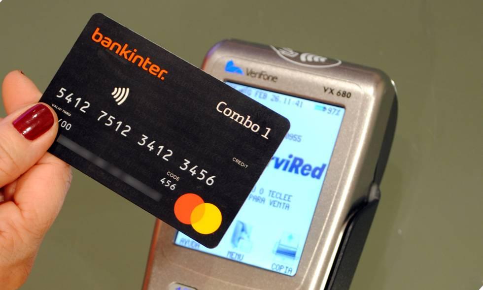 Combo Mastercard contiene dos tarjetas en una: una en cada cara, con distintas funcionalidades y sin aumento de cuota.