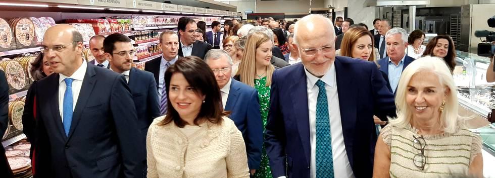 Desde la izquierda: Pedro Siza, ministro de Economía de Portugal, Hortensia Roig, consejera de Mercadona, Juan Roig, presidente de la cadena de supermercados, y Hortensa Herrero, vicepresidenta de Mercadona