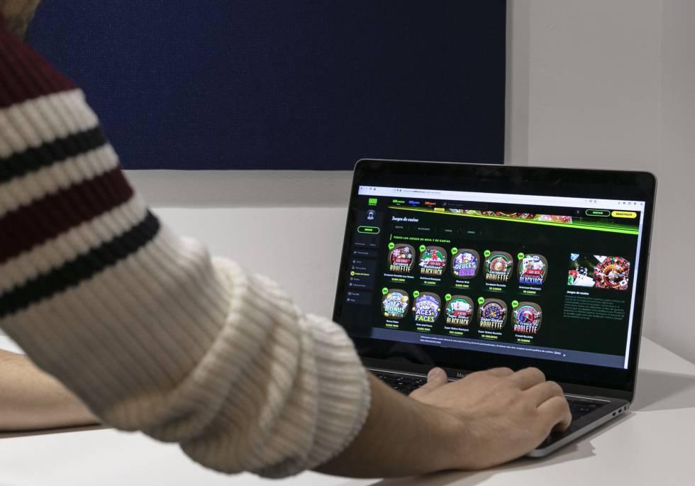 Un usuario juega en la web de 888.