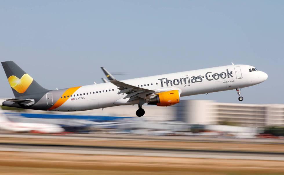 Un Airbus A321-200 de Thomas Cook en el aeropuerto de Palma de Mallorca