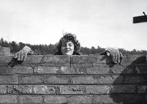 Denise Scott Brown, durante su juventud, en una fotografía sin fecha tomada en Sudáfrica.
