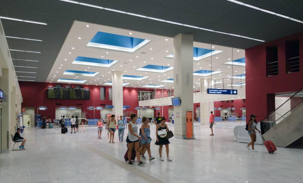 Terminal de embarque do aeroporto de Chania.