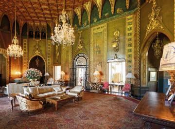Vestíbulo del club Mar-a-Lago, ubicado en Palm Beach, Florida, construido como lugar de descanso invernal para los presidentes de Estados Unidos.