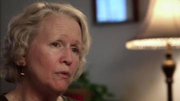Jean Wehner, en la actualidad, describiendo en el documental los abusos a los que fue sometida.