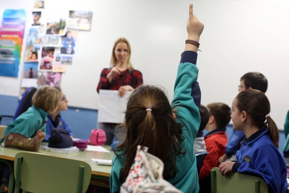Resultado de imagen para profesor hablando mucho
