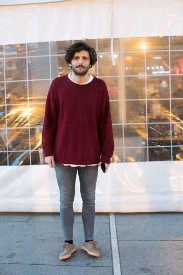 Este joven es uno de los 17.000 asistentes al concierto que Taburete dio en el WiZink Center (Madrid) el pasado mes de marzo. Un número importante de ellos cubrían sus pies con unas Pompeii.