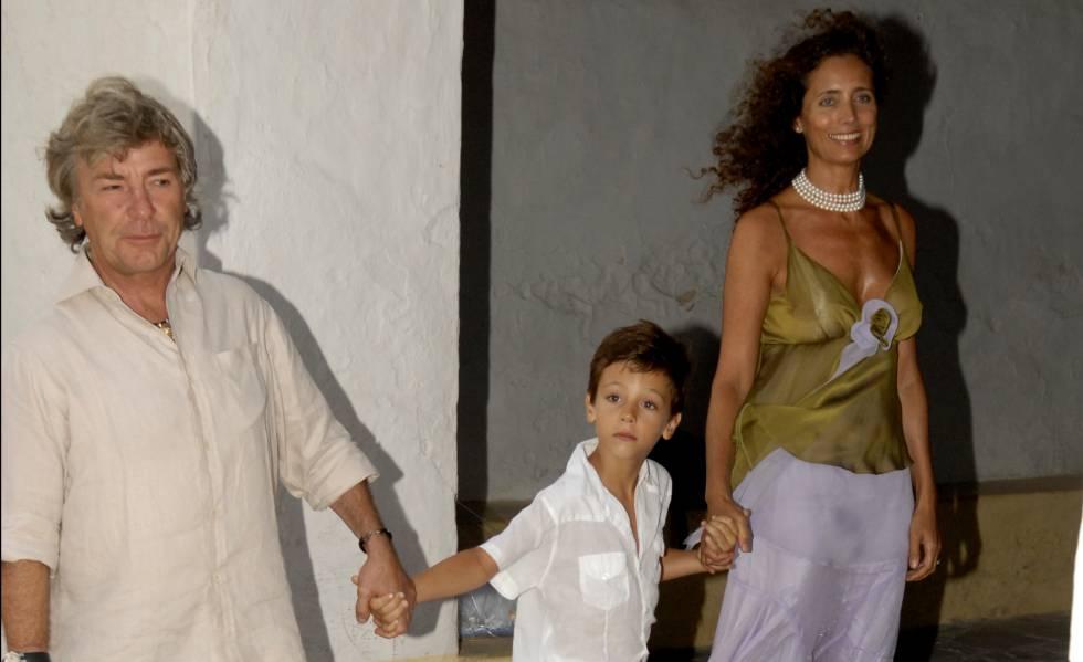 Ángel Nieto con su mujer, Belinda, y su hijo pequeño Hugo, en Ibiza en 2007.