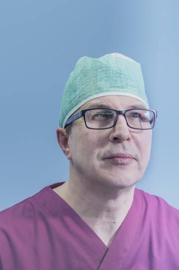 De arriba a abajo, Siim Sikkut, 'chief information officer' del Gobierno estonio, Kaspar Korjus, director del programa de residencia electrónica, y Sergei Kagalo, médico anestesiólogo del hospital North Estonia Medical Centre.