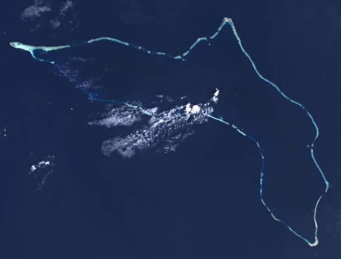 Imagen del Atolón Kwajalein captada desde el espacio por el Landsat 7.