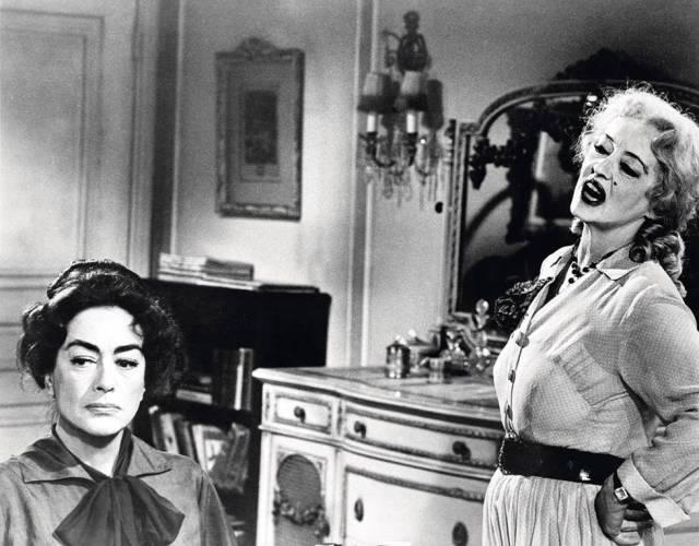 Joan Crawford (izquierda) y Bette Davis, en un fotograma de '¿Qué fue de Baby Jane?'.