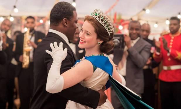 Claire Foy como a rainha Elizabeth II na segunda temporada da série 'The Crown'.
