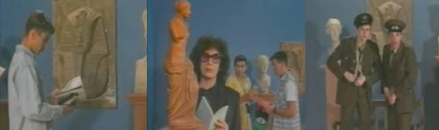 Fotogramas de 'Musée Hom' (1994), donde varios jovencitos terminan teniendo relaciones sexuales en medio de un museo.
